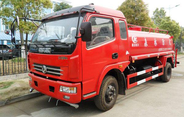 东风多利卡8吨消防洒水车
